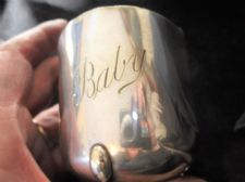 ANTIQUE QUALITY SILVER PLATED CHILD MUG ON 3 FEET ENGRAVED BABY